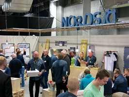 Det var mye folk og god stemning da Nordsjö Idé & Design inviterte til kjedesamling.