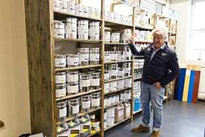 <b>FAMILIEBEDRIFT: </b>Wibo färg AB ble startet i 1986 av Rolf Hansen, og drives i dag av Dan Hansen, som var på besøk da den nye butikken åpnet.