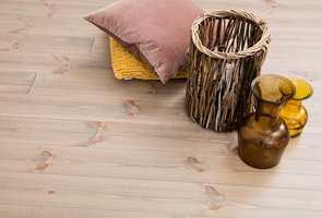 <b>MØBEL:</b> Gulvet er det største «møbelet» du har i hjemmet. Det bør velges med omhu. (Foto: Södra)
