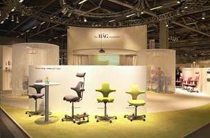 For norske møbelprodusenter er messen blitt et viktig utstillingsvindu. Her kontormøbler fra Håg.