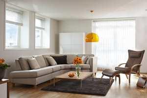 Naturfargene dominerer møbelforretningene. Denne Brunstadsofaen heter Fantasy, og er vist i tekstil fra INTAG J. Sveen.