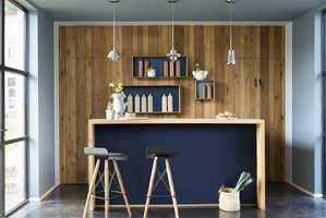 <b>TAKFARGE:</b> Med farge i taket får rommet en lunere atmosfære. Her er tak og vegger malt i samme farge; Denim Drift fra Nordsjö. (Foto: Nordsjö)