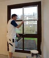 <b>BEIS:</b> Brunbeisede vinduer var normalen i moderne hus og leiligheter i flere tiår, fram til den hvite bølgen satte inn og vi malte bort fargene. (Foto: Enrico Bastiani)