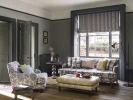 <b>NYANSER:</b> Hvis veggene er relativt lyse kan vinduene gjerne males noen nyanser mørkere i samme farge. (Foto: Borge)
