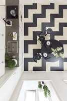 <b>MODERNE:</b> Med Marmoleum Click fra Forbo Flooring er det enkelt å lage moderne tolkninger av klassiske mønstre som fiskebein- og chevronmønster. (Foto: Forbo Flooring)