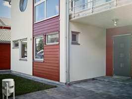 Jo mer sol den beisede veggen utsettes for, dess hyppigere må den vedlikeholdes.