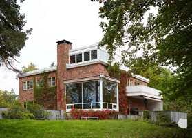 <b>VILLA:</b> Den vakre villaen som er fargesatt er tegnet av Ole Øvergaard.