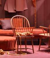 <b>GULV:</b> I den lune stuen på ODF var det brukt rød linoleum fra Tarkett på gulvet, en fin kontrast til de myke og matte materialene som ellers preget miljøet. Styling: Kirsten Visdal og Per Olav Sølvberg.