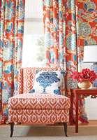 Det er stort utvalg i store mønster, de små mønstrene er blåst opp i stort - noe som gir mer klassiske blomstermotiver et moderne uttrykk.