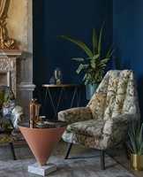 <b>TEKSTILDRØM:</b> Pynt opp de mørkeblå veggene med lekre tekstiler, som disse fra kolleksjonen Exotica fra Borge.