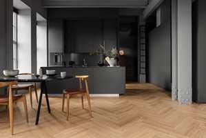 Det sies at gulvet er husets største møbel. Her er Segno - Eik Blonde fra Tarkett.