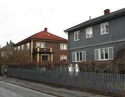 <b>MANGLER KUNNSKAP:</b> Mette L'orange stiller spørsmål ved om det er nok kunnskap blant folk om husenes stilart og epoke til å kunne bevare kolorismen. Hun frykter at det kan gå mot en hvit/grå koloritt også her.