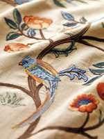 Broderiet Kelmscott Tree er basert på et tekstil funnet på Morris' soverom på Kelmscott Manor, og er brodert på bomull/lin og silke.