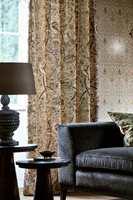 <b>PÅ VEI INN:</b> Flere og flere henger opp gardiner og tar med myke tekstiler inn i hjemmene igjen. Gardiner fra Morris. (Foto: INTAG)