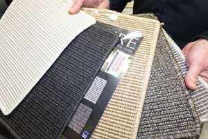 Teppene er i gjennomfarget garn som er lett å holde rent og holder fargen i mange år.