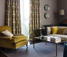 <b>BRUNT:</b> Det er mange flotte farger å spille på i dette tekstilet fra Morris. Brunt rammer lunt inn møblene. Morris føres av INTAG.