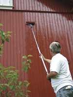 Vet du ikke hva husfasaden er malt med fra før, er det viktig å velge riktig malingtype når du skal vedlikeholde huset.