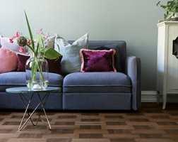 Nå er det mørkere gulv som gjelder, og gulv med mønstre som gjelder. Spesielt hos yngre huseiere er eksperimentelle løsninger populære, hevder trendeksperter.