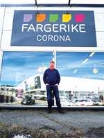 <b>GJØR DET SELV:</b> Øivind Horverak mener vi må gjøre vedlikeholdsarbeidet til en del av hyttekosen. – Når vi setter alt bort til håndverkeren, mister vi kunnskap om å ta vare på verdiene, sier han.