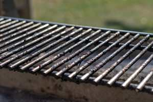 <b>UNNGÅ RUST:</b> For å unngå at grillen ruster er det smart å påføre syrefri olje, mener Inger S. Løvaas hos Krefting.