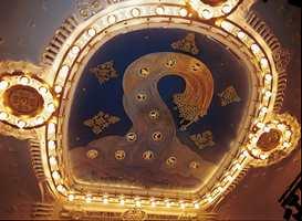David Davidsens takmaleri Zodiak ble renset og påstøpt et plastbelegg. Bladgull er lagt på som sluttfinish.
