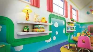 Listene kan ramme inn deler av veggen der man kan male morsomme mønstre.