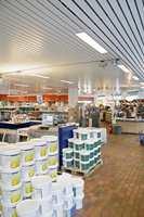 Nordsjös fargedesigner og interiørarktiekt Tale Henningsen har designet butikken sammen med kjededirektør Geir Mellum.