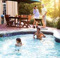Det er ikke alle forunt å ha eget badebasseng - men om du har - så vil du jo gjerne at vannet skal se fristende og innbydende ut.