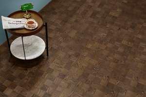 <b>RØYKEROM: </b>«Noble Eik Chelsea» i vakre brune nyanser er inspirert av det tradisjonelle røykeværelset. Rutene kommer i kvadrater på 9,5x9,5 cm