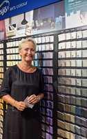 <b>UTMERKET</b> – I fargebaren til Nordsjö er fargene det finnes en Colour Tester til merket ut med en klistrelapp, forteller Mette Dahl.