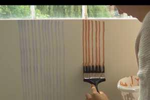 Dekorative maleteknikker er i vinden. Her er en kreativ maleteknikk som får penselprodusentene til å grøsse, men som blir stilig på veggen.