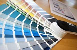 Synes du det er vanskelig å finne riktig farge til et rom? Du er ikke alene. Ofte er det basert på uheldige opplevelser. Hvis du styrer unna de vanligste feilene neste gang, vil resultatet garantert bli bedre. Her kommer 6 feil du bør unngå.