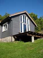 Et hus beiset eller malt med matt behandling kan gjerne ha en høyere glans på staffasje.