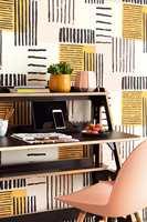<b>RETRO:</b> Både fargene og mønster sender tankene tilbake til 50-60-tallet. Designet er nytt og laget av Eijffinger. Tapetet føres av Storeys. (Foto: Storeys)