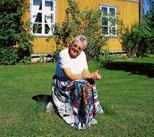 Tone Sinding Steinsvik foran Nyfossum.