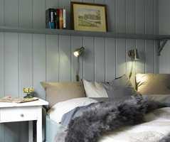 <b>SMAKFULLT</b> Blågrønne farger ble løsningen, og her soves det godt! Veggene i S 3010-B90G og seng og hylle i S 5010-B90G.