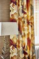 <b>NYTT LIV:</b> Gro Welle-Watne hos Tapethuset slår fast at gardinene har fått sin renessanse. (Foto: Tapethuset)