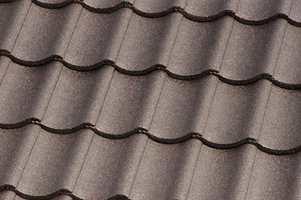 <b>PLUSS: </b>Fordelen med å male taket fremfor å legge nytt, er at det er enklere, mindre arbeidskrevende, og langt rimeligere.