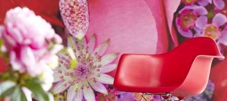Sommer kommer til den som velger blomster. På tapet, gardiner eller tepper, kan du hente frem den sommeren du ønsker.