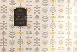 <b>LITT RETRO:</b> Tapetet fra Falstebo/Finndintapet.no kan passe i mange rom. Et lite tips på kjøpet er å bruke magnettapet under tapetet. (Foto: Mari Rosenberg/ifi.no)