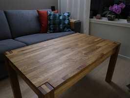 <b>KLAR TIL TJENESTE:</b> Før var bordet slitent og fargeløst. Nå er det igjen klar for ny tjeneste ved sofaen. Forskjellen er stor.
