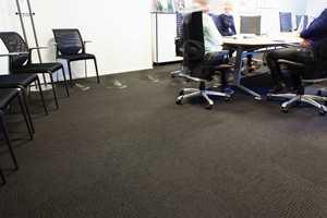 Det ligger teppefliser fra Interface i møterom og kantine.