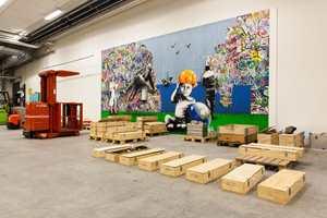 Lageret er eneste areal i bygningen som kan romme veggdekorasjonen som er utført av streetart-kunsnere Martin Whatson, og stammer fra en tidligere oljemesse i Stavanger.