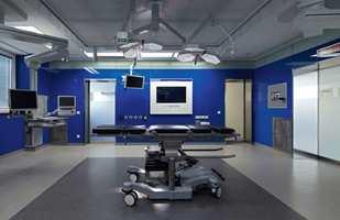 <b>HELSE I SENTRUM:</b> Operasjonsrom, akuttmedisinske rom eller postoperative rom. Gummigulv fra Nora Systems er mye brukt i helsesektoren. På sykehuset i Kirkenes har Steinar nylig levert 13 000 kvadratmeter gulv.
