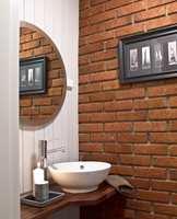 <b>TØFT:</b> Toalettrommet våknet til live med gråhvitt treverk og nytt inventar mot den røffe mursteinsveggen.