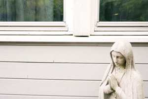 <b>SVAKE PUNKT:</b> Rundt vinduene er det mange svake punkt. Her er det ingen bønn lenger, her må det handles.
