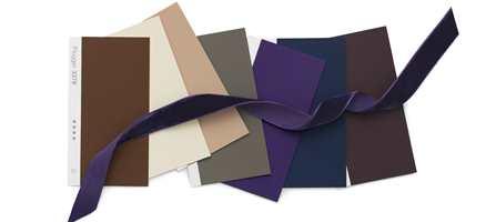 Stilfullt, med støvete og velstemte farger, går vi 2013 i møte. Trendpilene peker i retning mot mer farger - og Flüggers trendeksperter har plukket ut sine 28 beste kulører, og fire flotte tapetdesign for neste år.