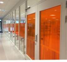 Når arkitektene bruker farge blir det gjerne med den «ene fargen» som brukes til gangs
