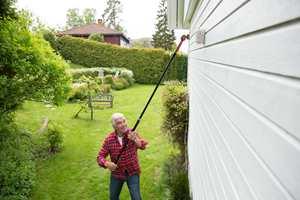 En dag med overskyet oppholdsvær, er perfekt å bruke til å male huset.