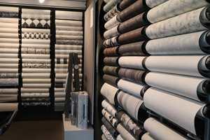 <b>PÅ TAPETET:</b> Flügger selger mye tapet. Aktuelle kolleksjoner får plass i butikkens egen tapetutstilling.